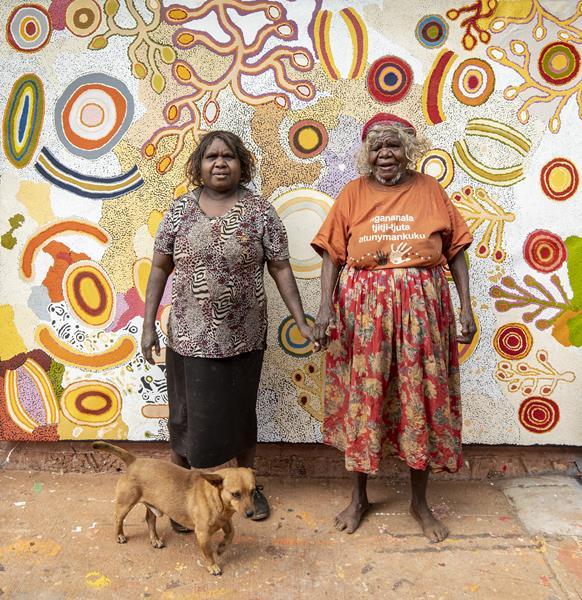 Rita and Monica Watson at Ninuku Arts. Photo by Meg Hansen (4)