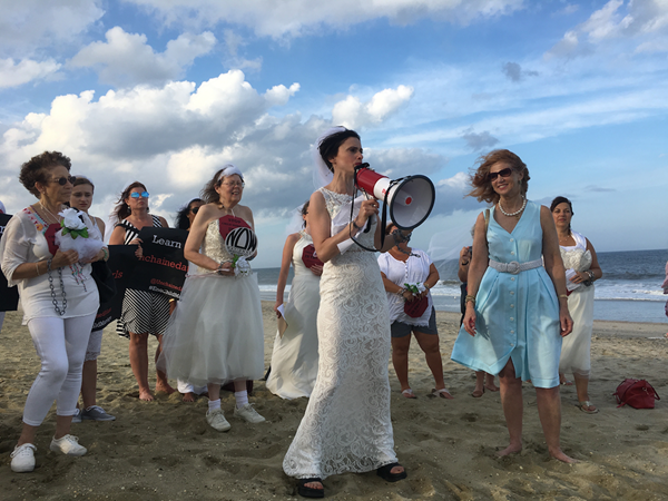 """Fraidy Reiss of Unchained At Last, holds a """"chain in"""" to protest """"child marriage"""" at the Jersey Shore."""