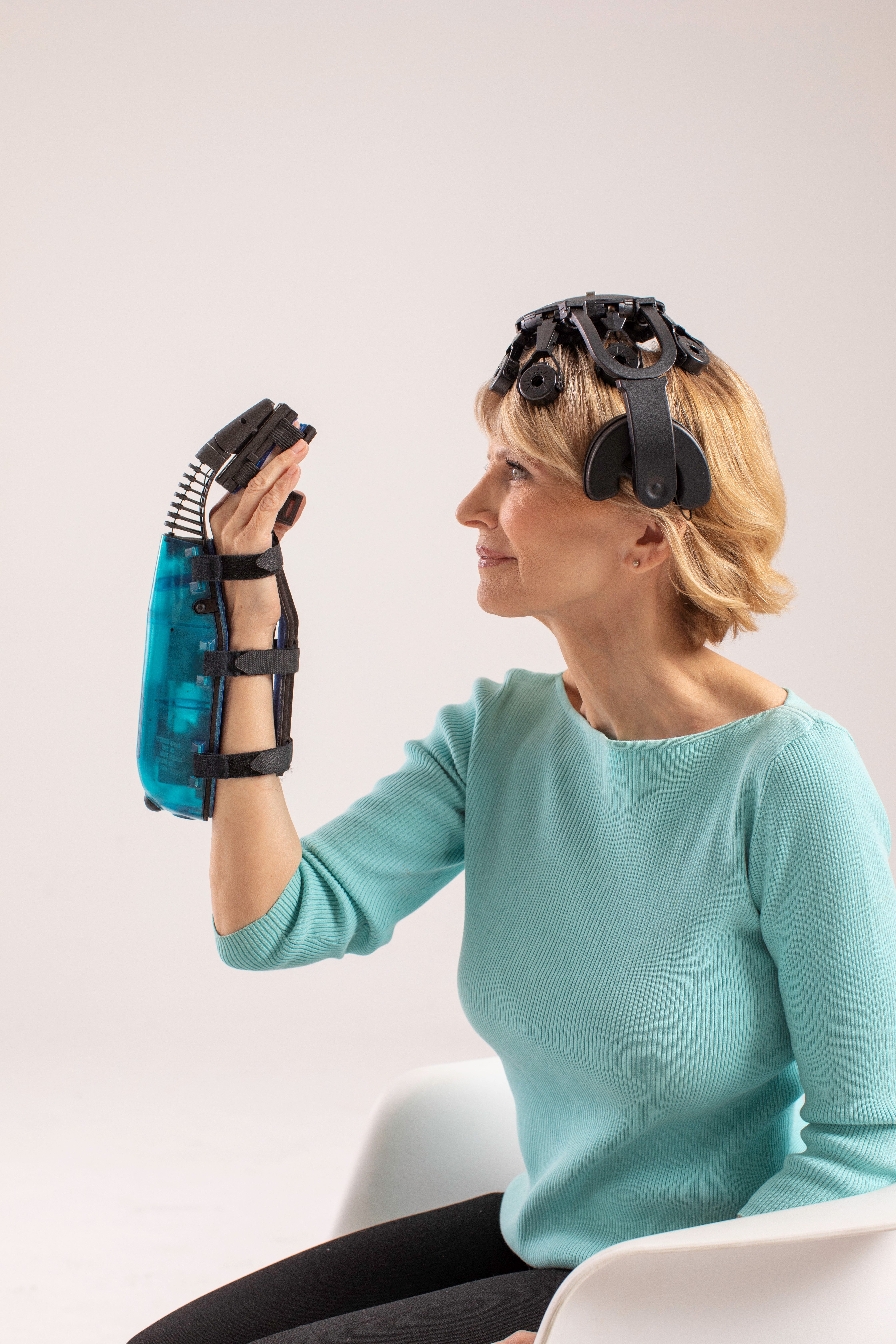 IpsiHand includes a wearable robotic exoskeleton that is worn over the patient's hand and wrist, a tablet computer, and an EEG-based biometric headset.