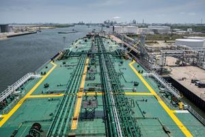 Suezmax Loading