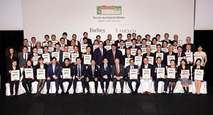 Group photo of all the award recipients, Forbes executives, speakers and sponsors of the forum