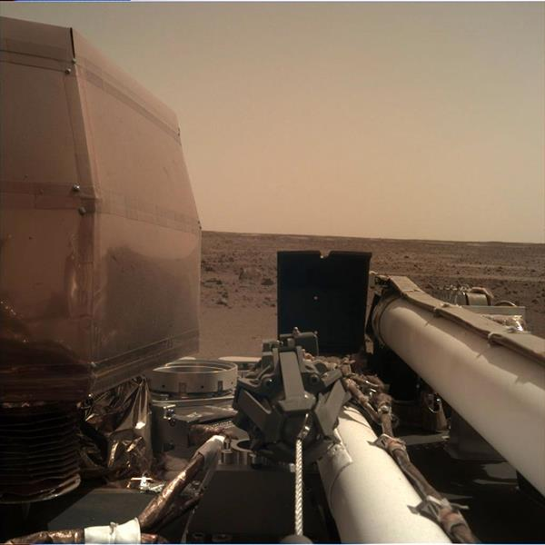 _mars.nasa.gov_insight-raw-images_surface_sol_0001_idc_D000M0001_596622265EDR_F0000_0463M_