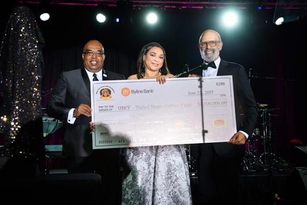 """(From l to r) Fred Mitchel, UNCF Vice President Mid-Atlantic and Mid-West; Dawn W. Thompson, Executive Vice President and Chief Marketing Officer at Strength of Nature; Michael L. Lomax, UNCF President and CEO at the 19th Annual UNCF Chicago """"A Mind Is..."""" gala  Courtesy of Levern A. Danley III"""