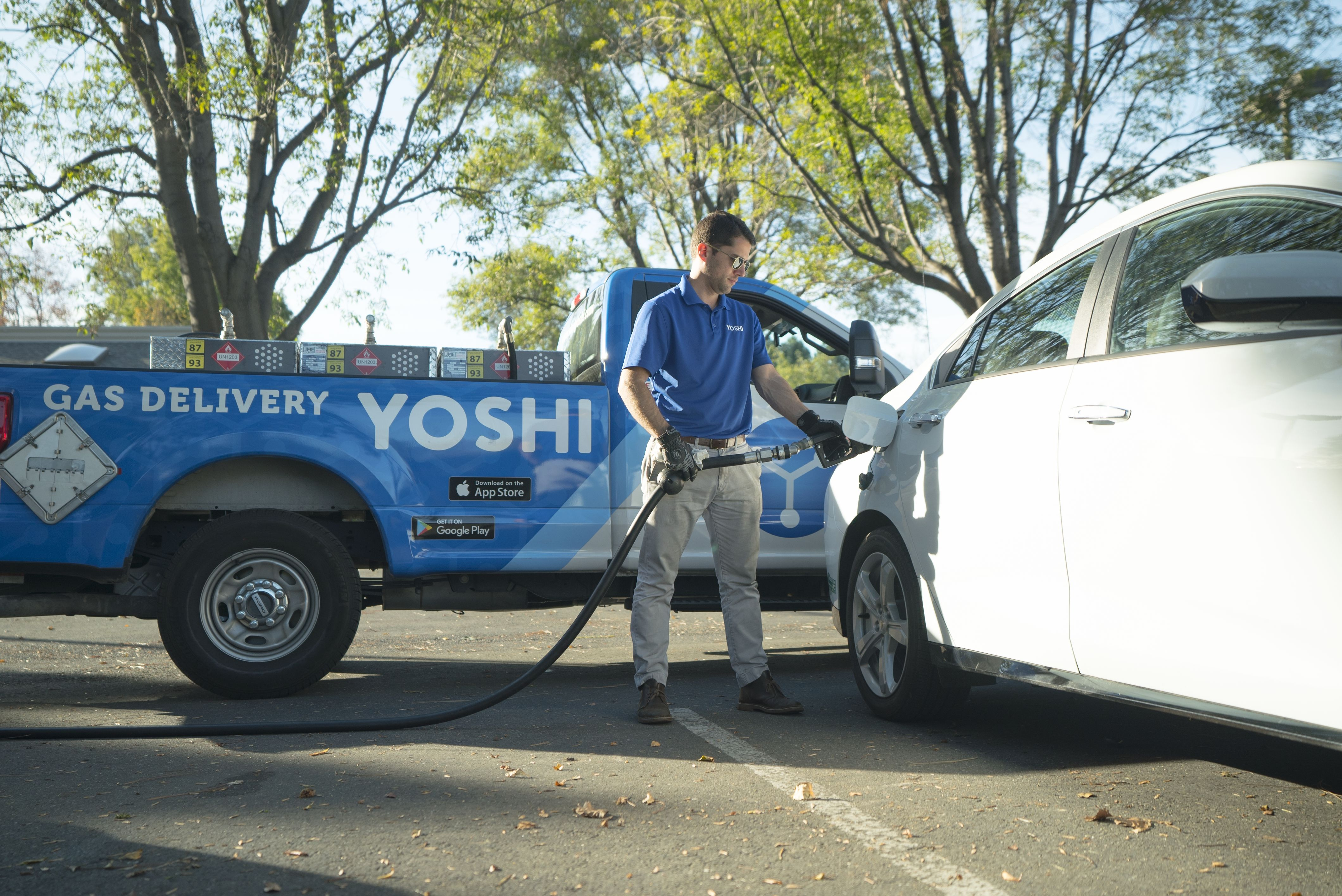 Yoshi delivers gas, oil changes, car washes, and anything else your car needs, while it's parked so you can keep moving.