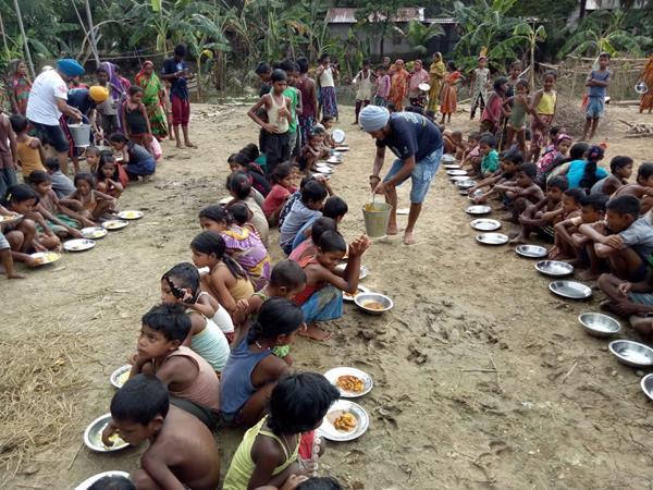 UNITED SIKHS Volunteers Serve Langar (Community Meal Service) to Assam Flood Survivors
