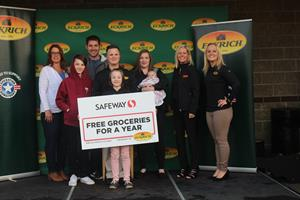 Eckrich and Safeway Surprise the Hetland Family with One Year of Free Groceries