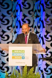 Farooq  Kathwari receives City of Hope Spirit of Life Award.jpg
