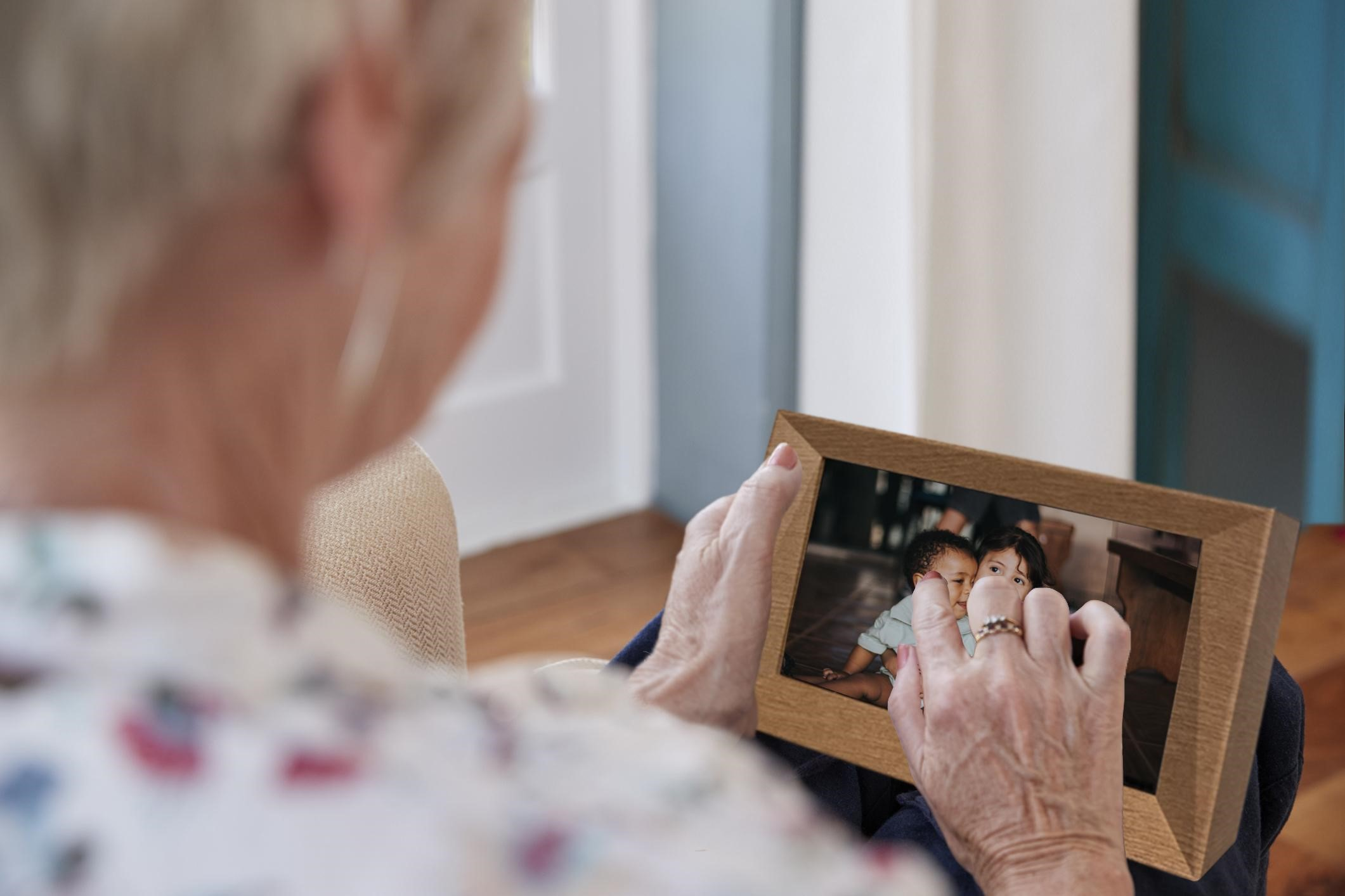 Familink reveals photo frame to instantaneous share with seniors