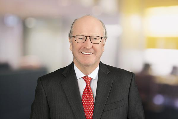 Commercial real estate expert Peter Hennessy has joined Savills as a vice chairman, specializing in tenant representation. His arrival strengthens the firm's position in the New York Tri-State region and builds on the company's growth in the United States and Canada.