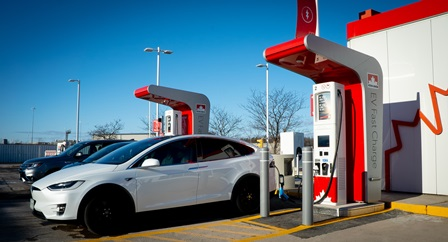 Petro-Canada offrira aux propriétaires de véhicules électriques canadiens le premier réseau de bornes de recharge rapide de véhicules électriques d'un océan à l'autre