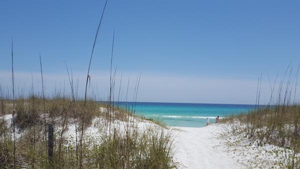 Path to Destin, Florida beaches where families can enjoy a safe family vacation this spring.