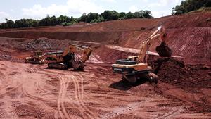 Mining in Piaba Pit