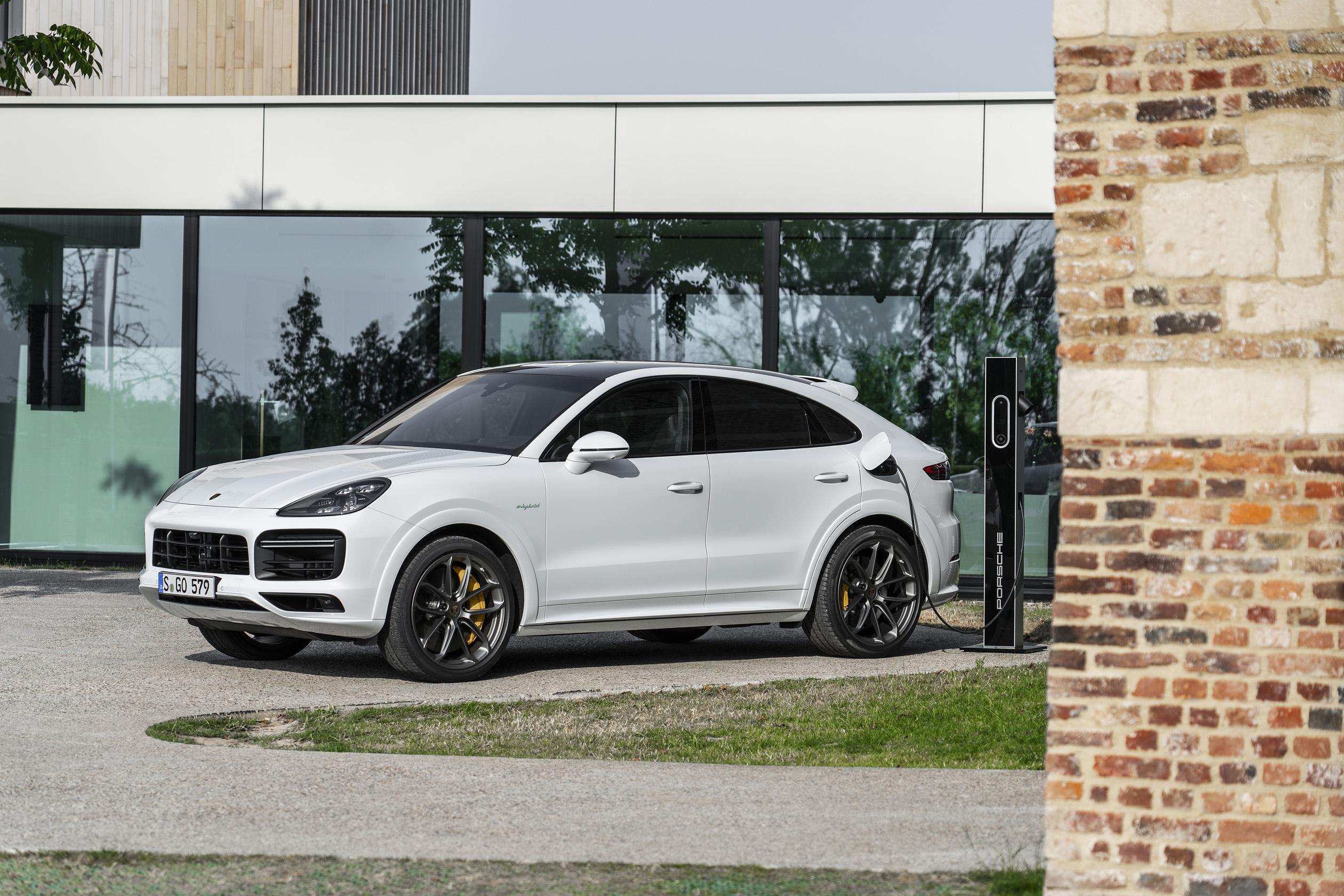 Porsche presents the 2020 Cayenne Turbo S E,Hybrid and 2020