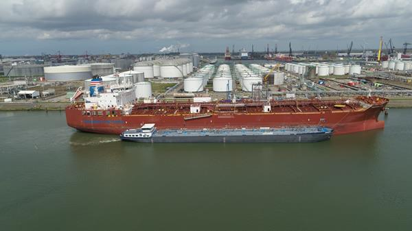 Methanol bunkering for Waterfront Shipping Takaroa Sun Vessel