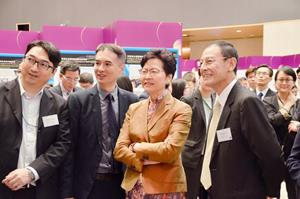 MDL team presents the glasses-free 3D Display to the Chief Executive of HKSAR, Mrs. Carrie Lam