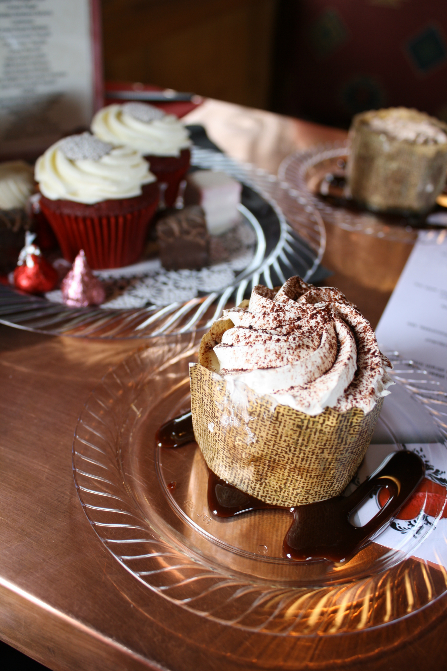 chocolate loves copper table cupcakes