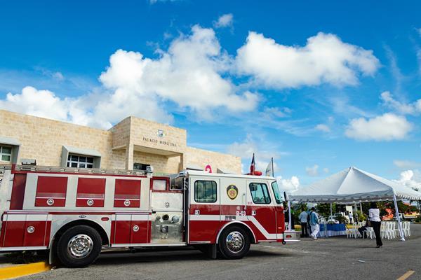 Des camions de pompiers donnés au service d'incendie de Punta Cana à Veron