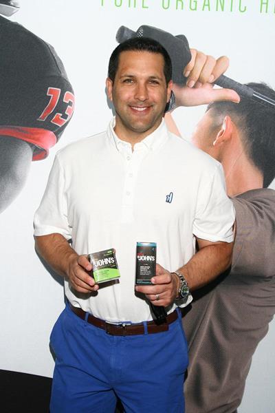 Adam Schefter with Dr. John's Pure Organic Hemp Oil in the GBK Pre-ESPYS Luxury Lounge.