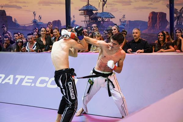 GOL is bringing Karate Combat to Spain! Every Sunday night the world's top athletes, including Spanish champions, will compete full contact in the Fighting Pit, set in a virtual world created by Epic Games' Unreal Engine. Watch on GOL and find out more about Karate Combat at karate.com.