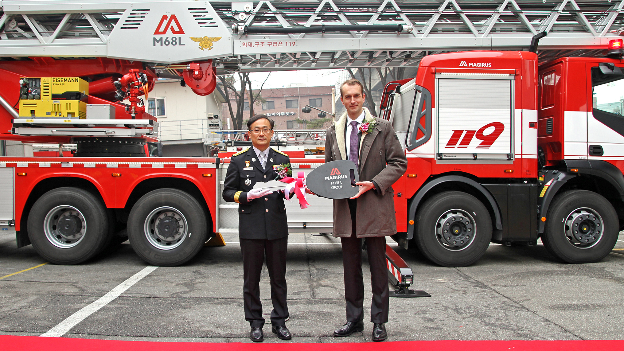 Lee Jeong Hee; (Chief of the Songpa fire station), Marc Diening (President & CEO Magirus).jpg