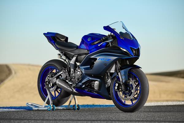 22_YZF-R7_Team Yamaha Blue_Beauty