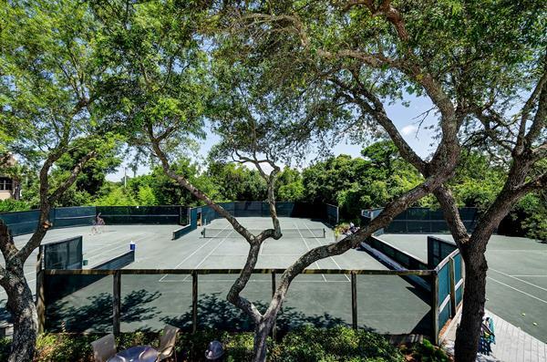 Hidden Dunes Resort Tennis Center in Miramar Beach, Florida ranks among the Top 50 Tennis Resorts on TennisResortsOnline.com and features 5 Rubico clay courts.