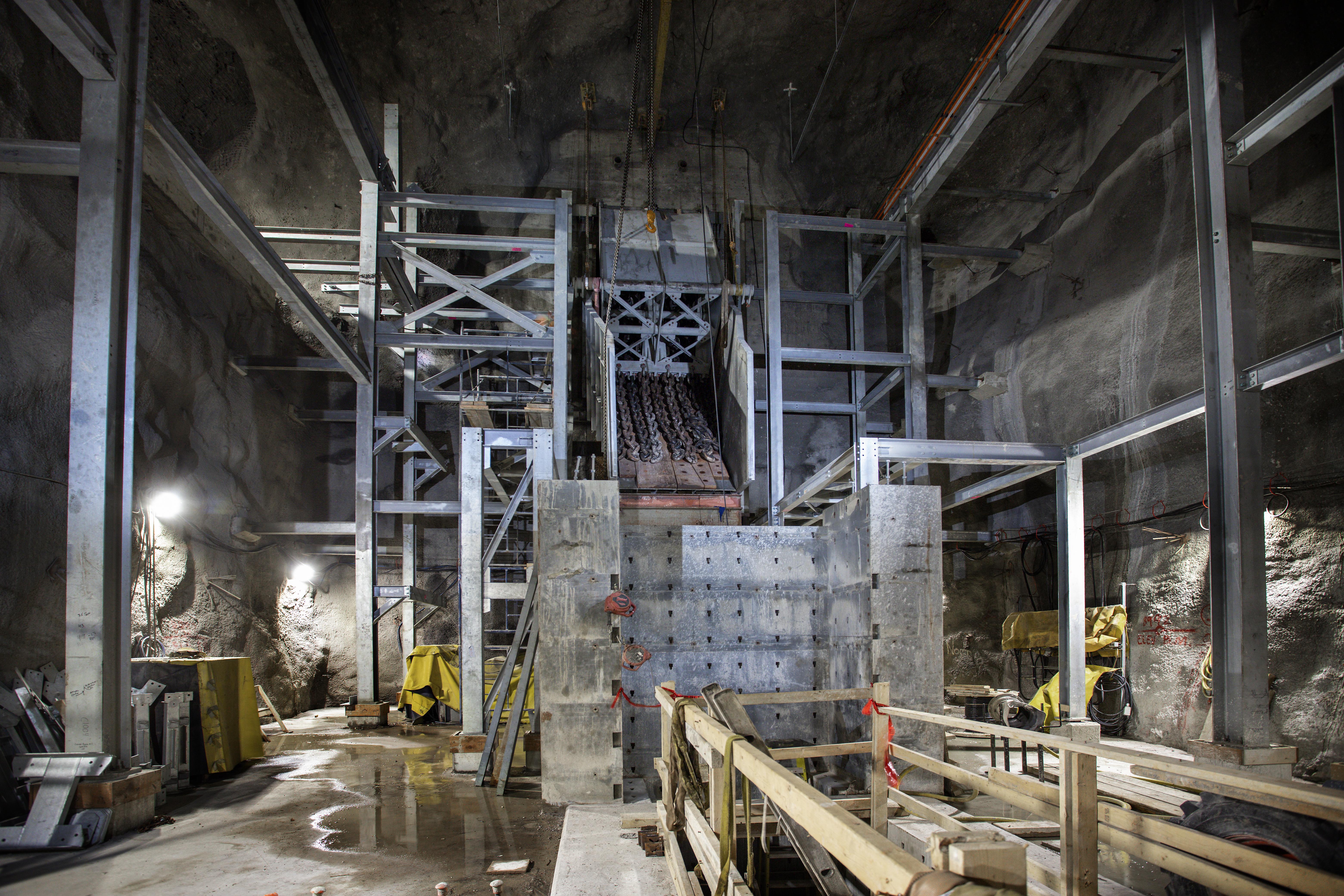Lower mine crusher