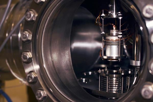 CAPTION: One of many experimental systems for studying LEE-induced damages to condensed biomolecules in the research group of Leon Sanche at the Université de Sherbrooke. In this illustration, we can see a low energy electron gun (top) and a cylindrical multidetector (bottom). This system is used to irradiate (with low energy electrons) short DNA strands condensed onto a cylinder inner surface. The irradiated DNA is afterwards analyzed by HPLC/MS-MS to detect any chemical changes.   CREDIT: Vincent Lemelin, Université de Sherbrooke, Québec, Canada