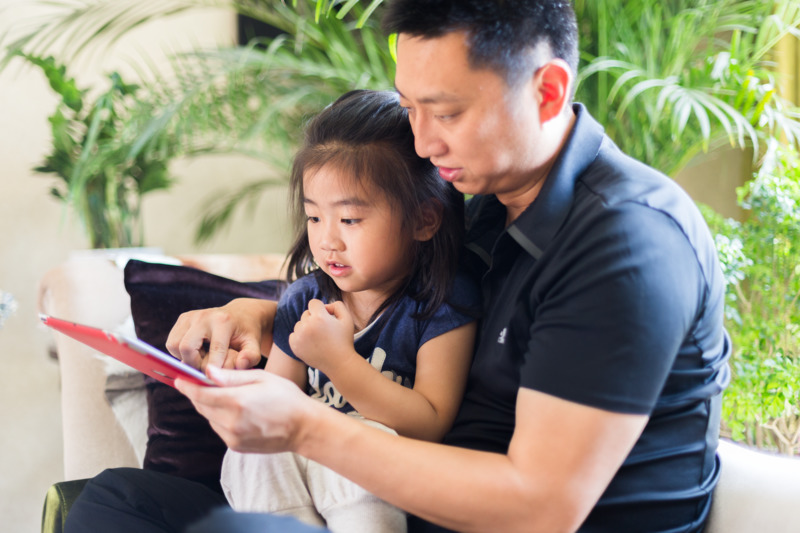 father and daughter playing on iPpad_2.jpg