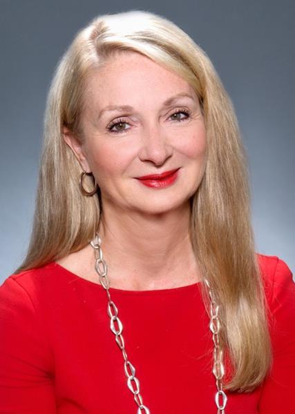 Andrea Weiss headshot