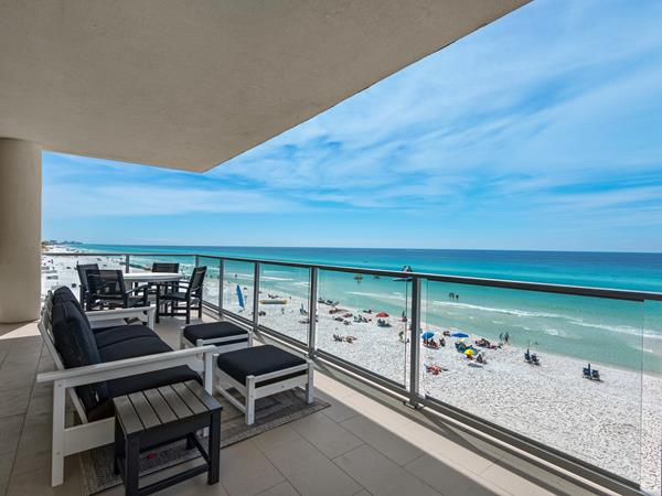 Families in the know plan a late spring beach vacation to enjoy the soft, white sand beaches of Northwest Florida with fewer crowds while saving on their Destin vacation rental. Rentals range from private homes to condominiums, including the new luxury condominiums at 1900 Ninety-Eight in Destin, Florida.