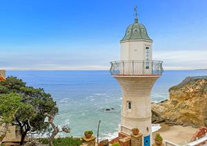 af458a4192285 Iconic Lighthouse Estate Won at Auction by Laguna Beach Real Estate ...