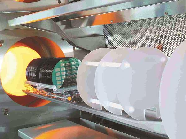 Si in furnace 2059_9CMYK_crop