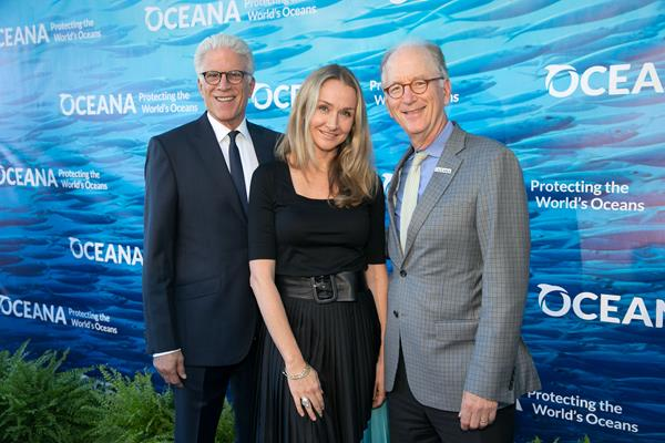 SeaChange emcees Ted Danson and Alexandra Cousteau with Oceana CEO Andy Sharpless (C) Oceana/MOVI Inc