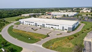 Sealy & Company announces the acquisition of a Class A distribution warehouse totaling 99,704 SF in Kansas City, Missouri. The property s located in the highly desirable Johnson County submarket and features modern design specs and ideally demised suites.