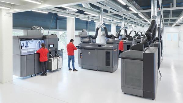IAM 3D Hub HP Jet Fusion 4200 3D printers