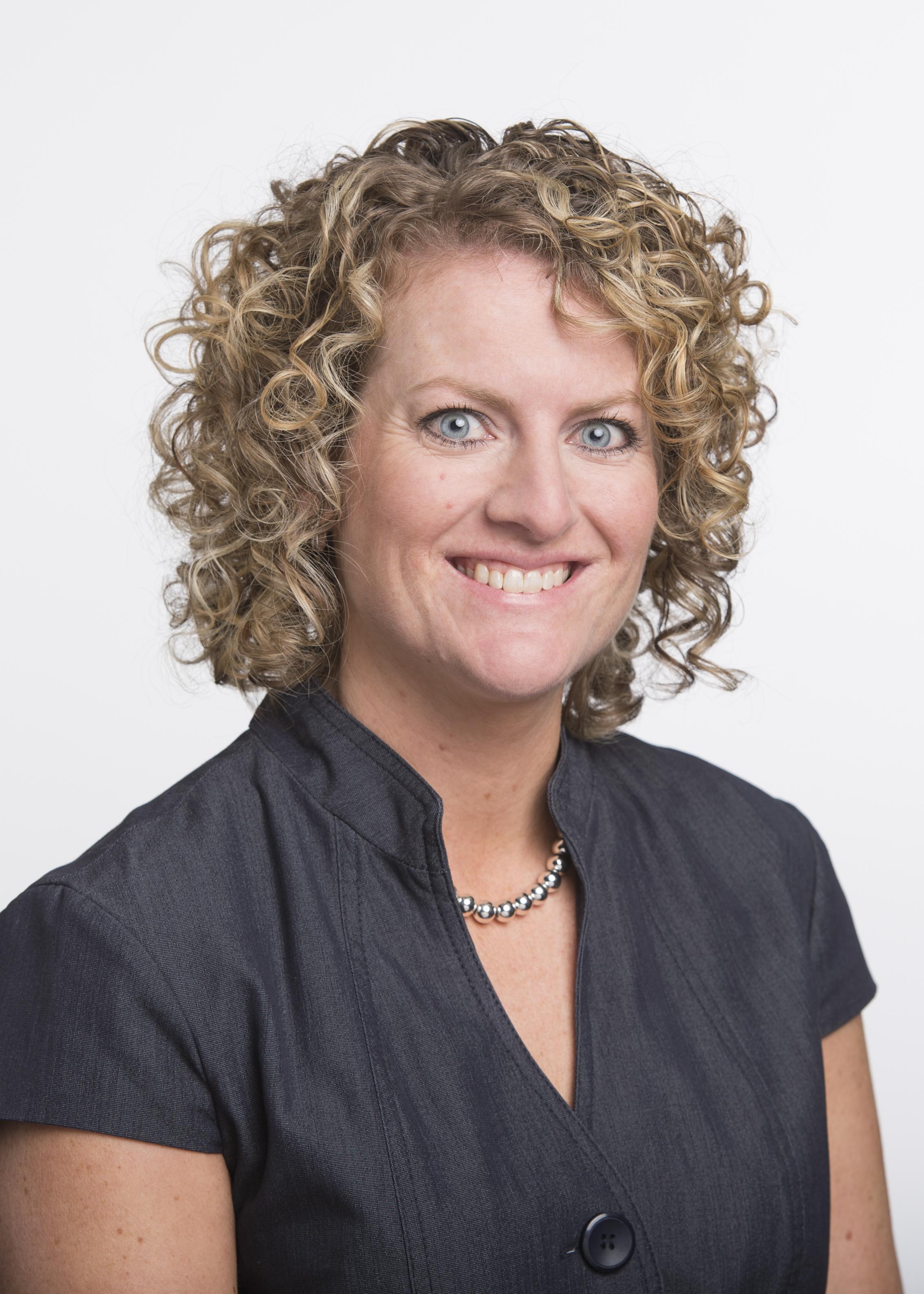 Julie_Courkamp headshot