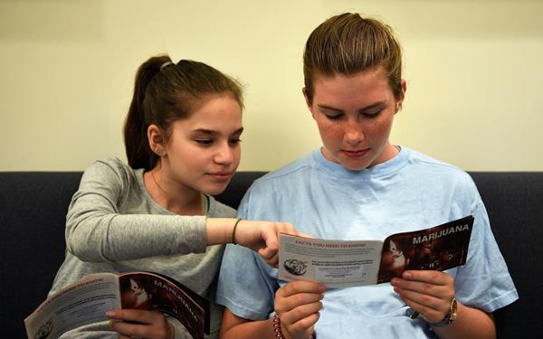 Two Teens reading MJ booklet(2)