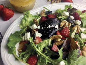 Arugula Salad with Goat Cheese, Berries and Pecans
