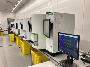 A DNA and RNA extraction room in Dante Labs Clinical Laboratory