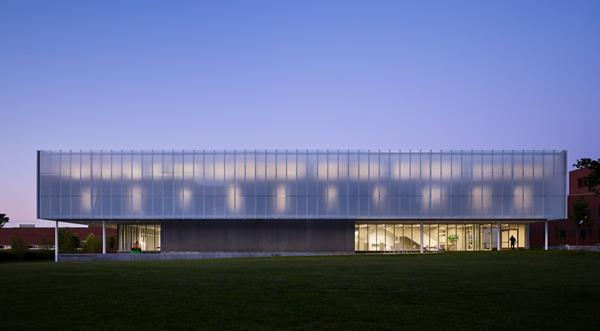 Bendheim's customized ventilated glass facade at the JCCC Fine Arts and Design Studio diffuses light, creating a soft glow at night. Photo by Nick Merrick.