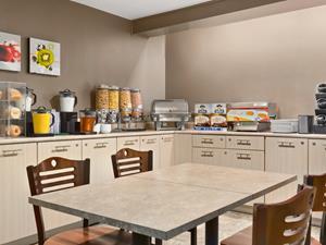 2_medium_45754_Travelodge-Suites-Moncton-Breakfast-Area2.jpg