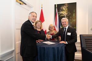 CNL and Nuclear AMRC Sign MOU