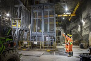 Lower mine loading pocket