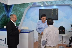 Dr. Abelardo Pérez H., MVZ Meets with Booth Visitors